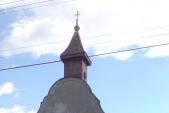kaplička v části osady východně od silnice 57