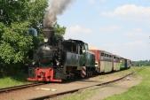 Výletní vlak přidobírání vody veSlezských Rudolticích