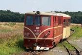 Křižovaní veSlezských Rudolticích, vjíždí pravidelný osobní vlak