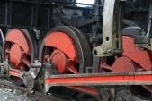 Chybějící výstředníková tyč napravé straně lokomotivy U57.001
