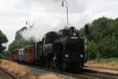 Příjezd parního vlaku zKrnova včele s423.0145