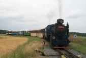 Parní vlak sU57.001 aU46.002 vjíždí doSlezských Rudoltic