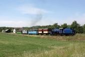 Zvláštní vlak slokomotivou U57.001 odjíždí zBohušova, 21.5.2009