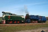 Lokomotivy TU38.001 aU57.001 vostrém podzimním slunci veSlezských Rudolticích