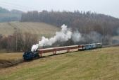 Mikulášský vlak se blíží doznámého nejmenšího oblouku