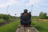 Odjištěná lokomotiva už čeká nasvé stažení zvagónu