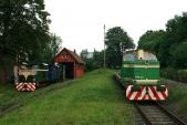 Večerní idylka poDni dráhy vTřemešné. Úzkorozchodné lokomotivy TU38.001 aU57.001 doplněné normálněrozchodnou Rosničkou T334.0682