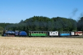Výletní vlak SZD stoupá kHorním Povelicím