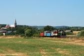 Nedělní výletní vláček opouští obec Liptaň
