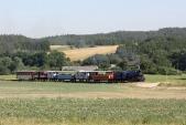 Výletní vlak slokomotivou U57.001 meziDívčím Hradem aLiptaní