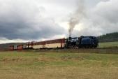 Parní vlak slokomotivou U57.001 meziTřemešnou veSlezsku aLiptaní