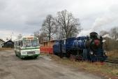 Setkání autobusu Karosa ŠL11 slokomotivou U57.001 vOsoblaze