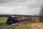 U57.001 stoupá sesvým vlakem dlouhým stoupáním zKoberna dolezských Rudoltic