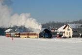 Křižování parního vlaku SZD smotorovým vozíkem MUV69 vBohušově