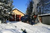 Zimní idylka předvýtopnou vOsoblaze slokomotivou U57.001