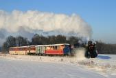 Mikulášký vlak včele sMalým Štokrem U57.001 vjíždí doSlezských Rudoltic