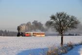 Zimní krajina sparním vlakem SZD meziAmalínem aHorními Povelicemi