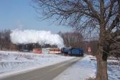 Parní vláček slokomotivou U57.001 napřejezdu předzastávkou Dívčí Hrad