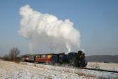 Parní vlak slokomotivou U57.001 přijíždí doLiptaně