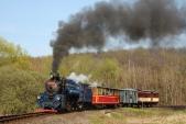 Parní vlak projíždí známým nejmenším obloukem