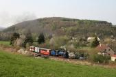 Parní vlak slokomotivou U57.001 vzávěrečném stoupání předTřemešnou veSlezsku