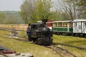 Gontkulák vyjíždí pozdejší miniúvraťové železnici natransportní vagón