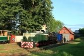 Vpátek předDnem dráhy se všechny tři úzkorozchodné lokomotivy SZD vyhřívají vzapadajícím sluníčku předvýtopnou vTřemešné