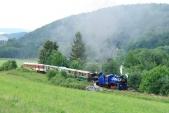 Parní lokomotivy U57.001 aU46.002 stoupají sesvým vláčkem docíle své zpáteční cesty - Třemešné veSlezsku