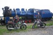 Setkání silničních veteránů sveteránem železničním veSlezských Rudolticích