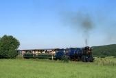 Parní vlak včele s Malým Štokrem U57.001 vjíždí doLiptaně