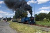 Odjezd vlaku SZD zOsoblahy zadoprovodu mohutných kouřových efektů