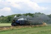 Parní vlak přisvé zpáteční cestě vjíždí doBohušova