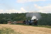 Lokomotivy U57.001 aU46.002 se blíží keSlezským Rudolticím