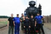 Železný Zekon se nechal zvěčnit sosádkou vlaku před lokomotivou