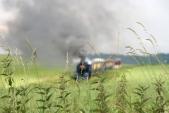 Zpoza kopřiv zachycený parní vláček kdesi v osoblažských polích