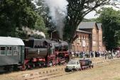 Zahájení Pikniku kolejowego se slavnostním příjezdem parní lokomotivy a drezín