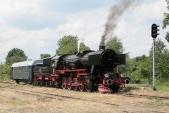 Parní lokomotiva Ty42-24 byla hlavním lákadlem na Pikniku Kolejowym v Raclawicach Sląskich v roce 2013