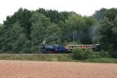 Malý Štokr U57.001 stoupá se svým vlakem do Horních Povelic, 25.8.2013