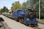 Slavnostně vyzdobená lokomotiva U57.001 před odjezdem z Osoblahy
