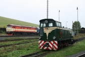 Setkání normálněrozchodné lokomotivy 749 248 a úzkorozchodné TU38.001 v Třemešné ve Slezsku, 14.9.2013