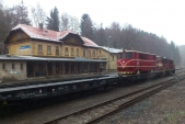 """Transport """"šestnáctky"""" z Třemešné do Olomouce v čele s lokomotivou 742 367 v Domašově nad Bystřicí, 21.1.2014"""
