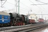 Transport historických vozidel s lokomotivami 464.202 a 705 916 ve stanici Rudoltice v Čechách, 22.1.2014