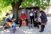 Kapela Gigiband zpříjemňovala atmosféru svou hudbou