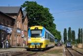 Jižní strana stanice Racławice Śląskie s tradiční výstavkou kolejových vozidel a možností projížďky na drezíně.