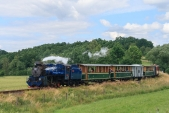 """""""Velký"""" parní vlak s lokomotivou U57.001 na své zpáteční cestě před Bohušovem"""