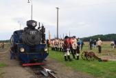 Císařský regiment vítá parní vlak ve Slezských Rudolticích.