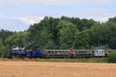 U57.001 se svým vlakem mezi Amalínem a Horními Povelicemi