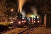 Lokomotivy U57.001 a U46.002 se před výtopnou v Osoblaze připravují na cestu do Třemešné.