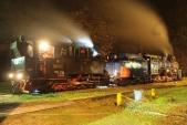 Spojování obou lokomotiv před výtopnou v Osoblaze.