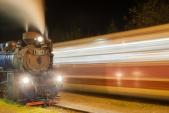 Křižování parního vlaku SZD s osobním vlakem ČD v Liptani.
